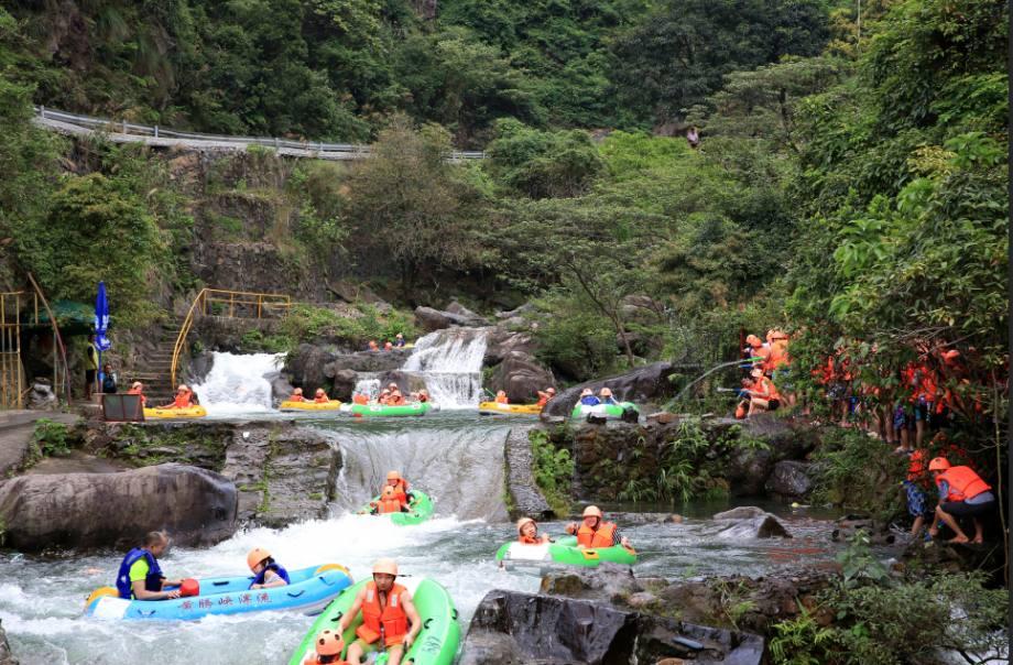 【清远旅游】 Q7清远玄真漂流、天子山瀑布+七彩云足浴、入住精品准四酒店2日游